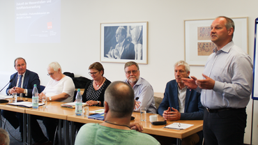 vlnr: Hans-Werner Kammer (CDU), Dr. Valerie Wilms (Bündnis 90/ Die Grünen) , Antje Schumacher-Bergelin (ver.di), Gustav Herzog (SPD), Herbert Behrens (Die Linke) , Mathias Stein (ver.di)