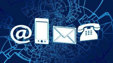 Ein @ Zeichen, Telefon, eMail, Brief und Smartphone