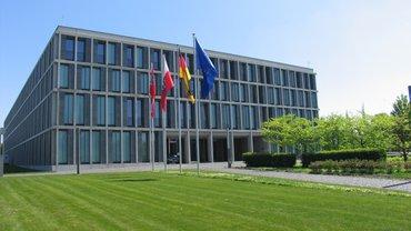 Das Bundesarbeitsgericht, fotografiert vom Eingangsbereich / Nordwest - Seite.